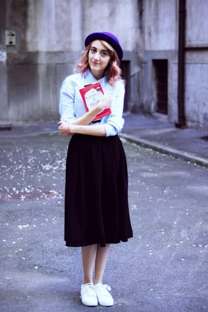 white H&M sneakers - black H&M skirt