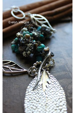 Evelyn Villegas accessories