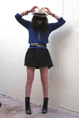 Alexander Wang sweater - Zara belt - Wolford socks - Marc by Marc Jacobs shoes