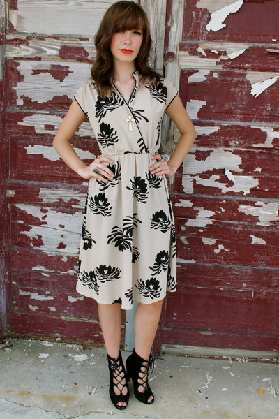 eggshell vintage dress vintage dress - black lace up booties boots