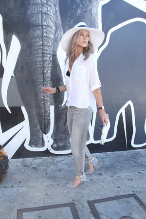white button up Bella Dahl top - heather gray boyfriend jeans Mother Jeans jeans