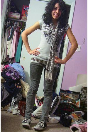 gray Miley CyrusMax Azria t-shirt - white scarf - green jeans - vanilla sky - bl