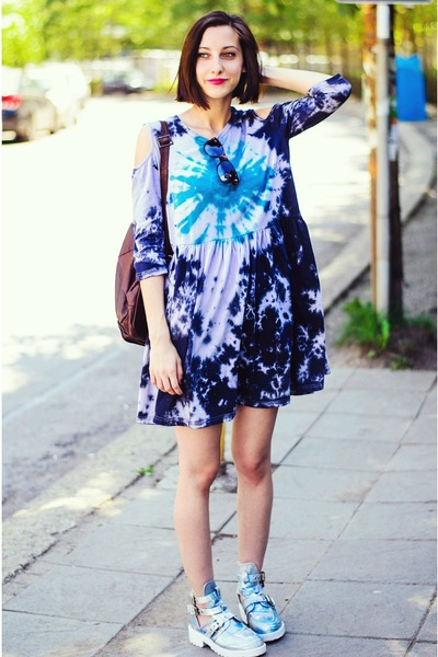 Fashion Thirsty boots - tie dye dress blackfive dress - thrifted bag