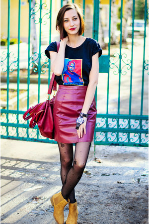 second hand skirt - chelsea camel Stradivarius boots - tealc custom made t-shirt