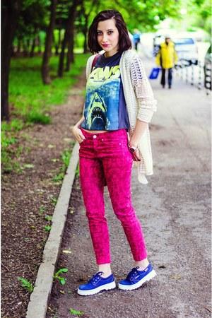 jaws H&M t-shirt - fuchsia aztec H&M jeans - crochet Gruppofiori cardigan