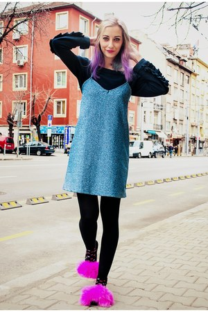 slip on Zara dress - cropped Zara sweatshirt - faux fur second hand flats