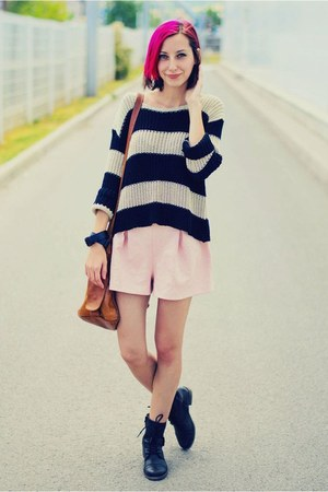 pastel MiiA shorts - Deichmann boots - stripe second hand sweater