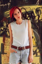 shorts - basic top - leather vintage belt