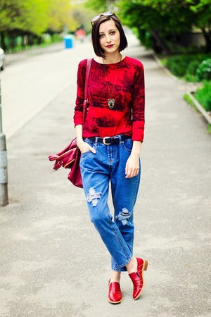 second hand top - boyfriend jeans sammydress jeans - red patent Savino loafers