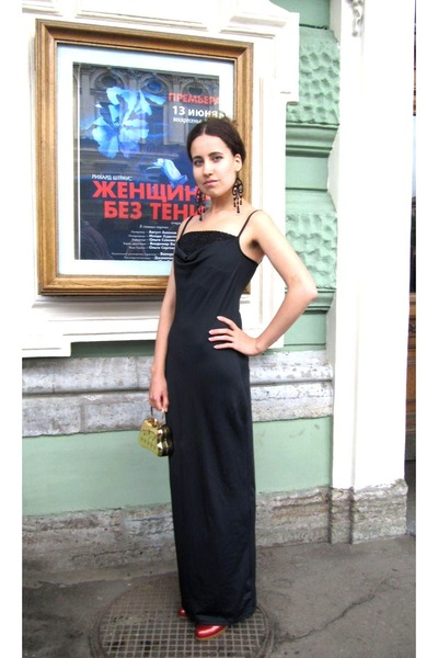c1666c76fff8 dress - red shoes - black Roman Lazar earrings - gold bag