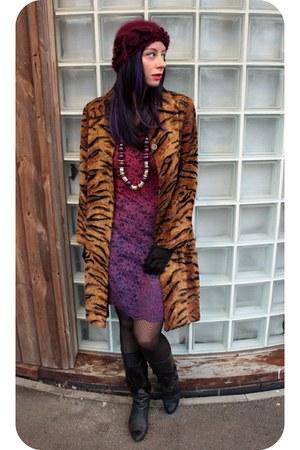 burnt orange tiger stripe H&M coat - black leather vintage boots