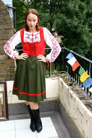 black granny lace-up barratts boots - army green bavarian dirndl vintage dress