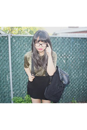 Zara shirt - Urban Outfitters bag - Ray Ban glasses