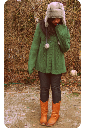 green coat - gray hat - orange boots
