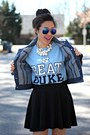 Blue-belk-jacket-blue-aviator-calico-sunglasses
