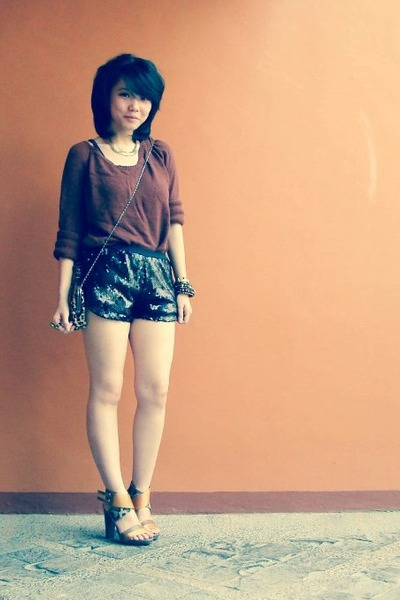 dark brown knitted Mango blouse - tawny Charles n Keith shoes