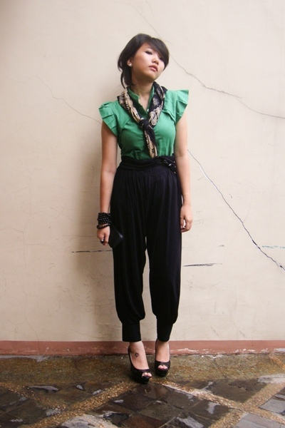 green shirt - black heels Nine West shoes - black harem pants pants