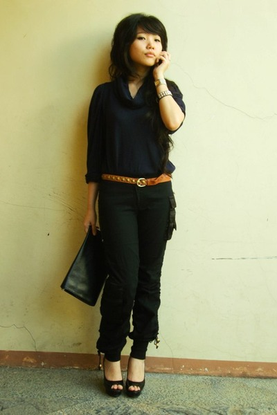 blue blouses brown belts black black shoes black