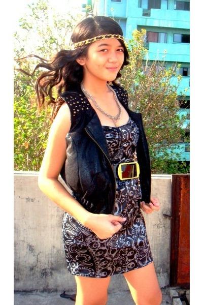 online accessories - TRF vest - XOXO dress - online belt