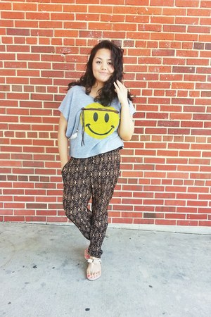 Delias shirt - Forever 21 pants