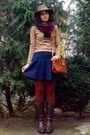 Dark-brown-old-leather-boots-camel-zara-sweater-brick-red-tights