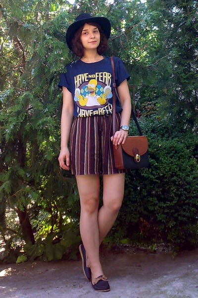black H&M hat - navy the simpsons thrifted shirt - burnt orange thrifted purse