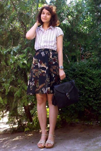 ivory striped Amisu shirt - black thrifted purse - black handmade skirt