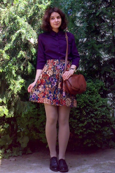deep purple c&a shirt - beige tights - burnt orange leather thrifted purse