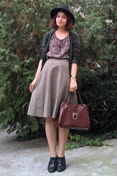black hat - crimson vintage purse - dark khaki thrifted skirt