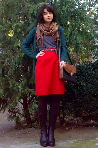 red high waisted thrifted skirt - black leather boots