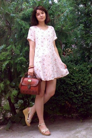 peach floral thrifted dress - brick red leather vintage purse