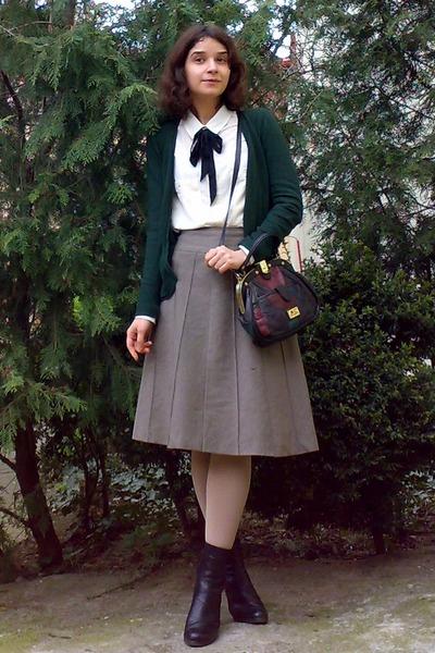 black leather boots - beige tights - crimson leather Marc Chantal purse