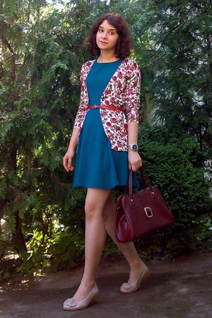 forest green gifted Bershka dress - crimson vintage purse