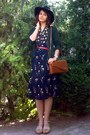 Black-floral-thrifted-dress-black-gifted-h-m-hat-tawny-thrifted-purse