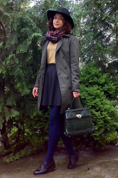 army green trench Camaïeu coat - navy tights - dark brown paisley thrifted scarf