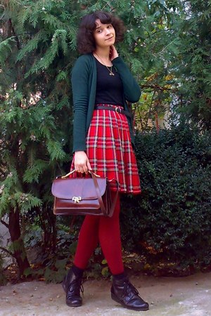 brick red tights - crimson vintage purse - ruby red plaid pleated thrifted skirt