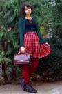 Brick-red-tights-crimson-vintage-purse-black-top