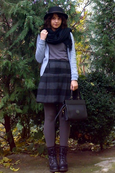 black leather wedge boots - gray tights - black purse