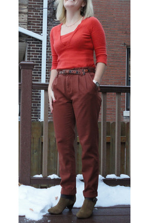 burnt orange Loft sweater - dark brown madewell pants - olive green RoseGold boo