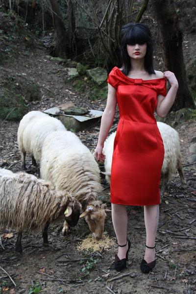 Valentino Red dress - Prada pumps
