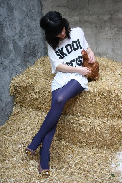white Wildfox t-shirt - light purple loewe shoes - navy Calzedonia tights