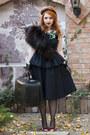 Lachatterie-top-lachatterie-skirt-oana-calin-necklace-atelier-aiurea-glove