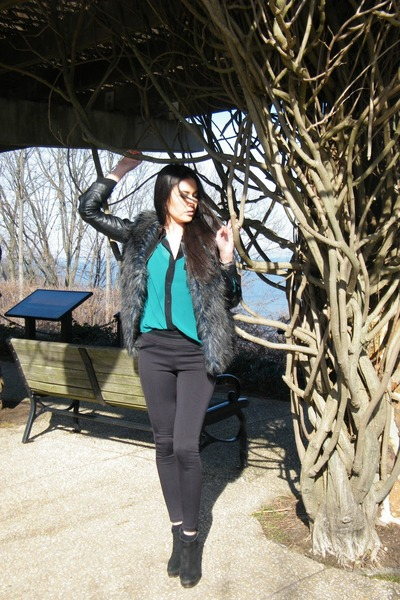 black leggings - blue and black vest - guess blouse