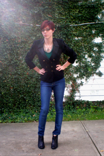 escada blazer - Express t-shirt - Express jeans - necklace