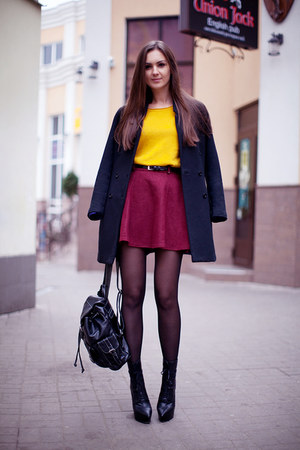 mustard chicnova sweater - black H&amp;M coat - black backpack vjstyle bag