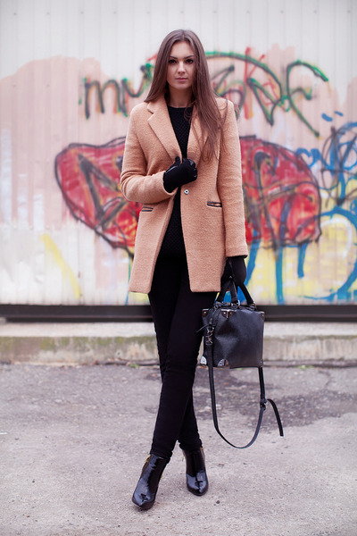 nude wool romwe coat - black patent leather Zara boots