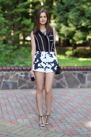 black Chicwish shirt - black asos bag - white persun shorts - black Zara sandals