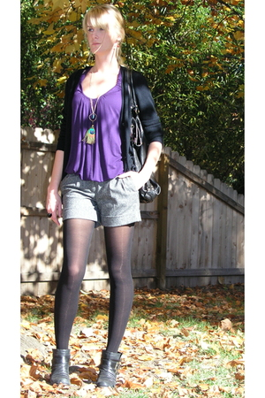 brown peacock feather Lulus necklace - black with buckles Steve Madden boots