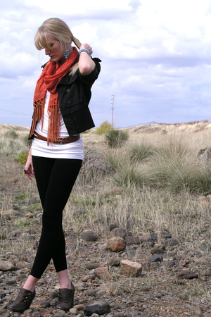 Forever 21 scarf - Forever 21 accessories - Weekend Wearhouse jacket - seychelle