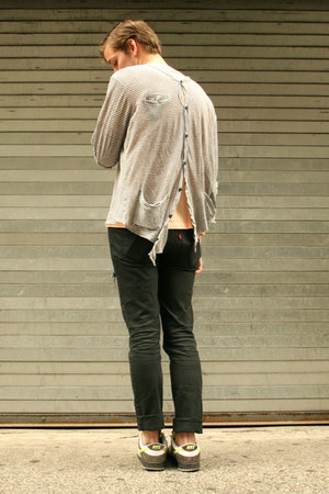 510 skinnies Levis jeans - peach t thirfted shirt